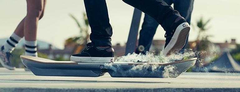 La patineta de 'Volver al futuro' es una realidad con Lexus Slide